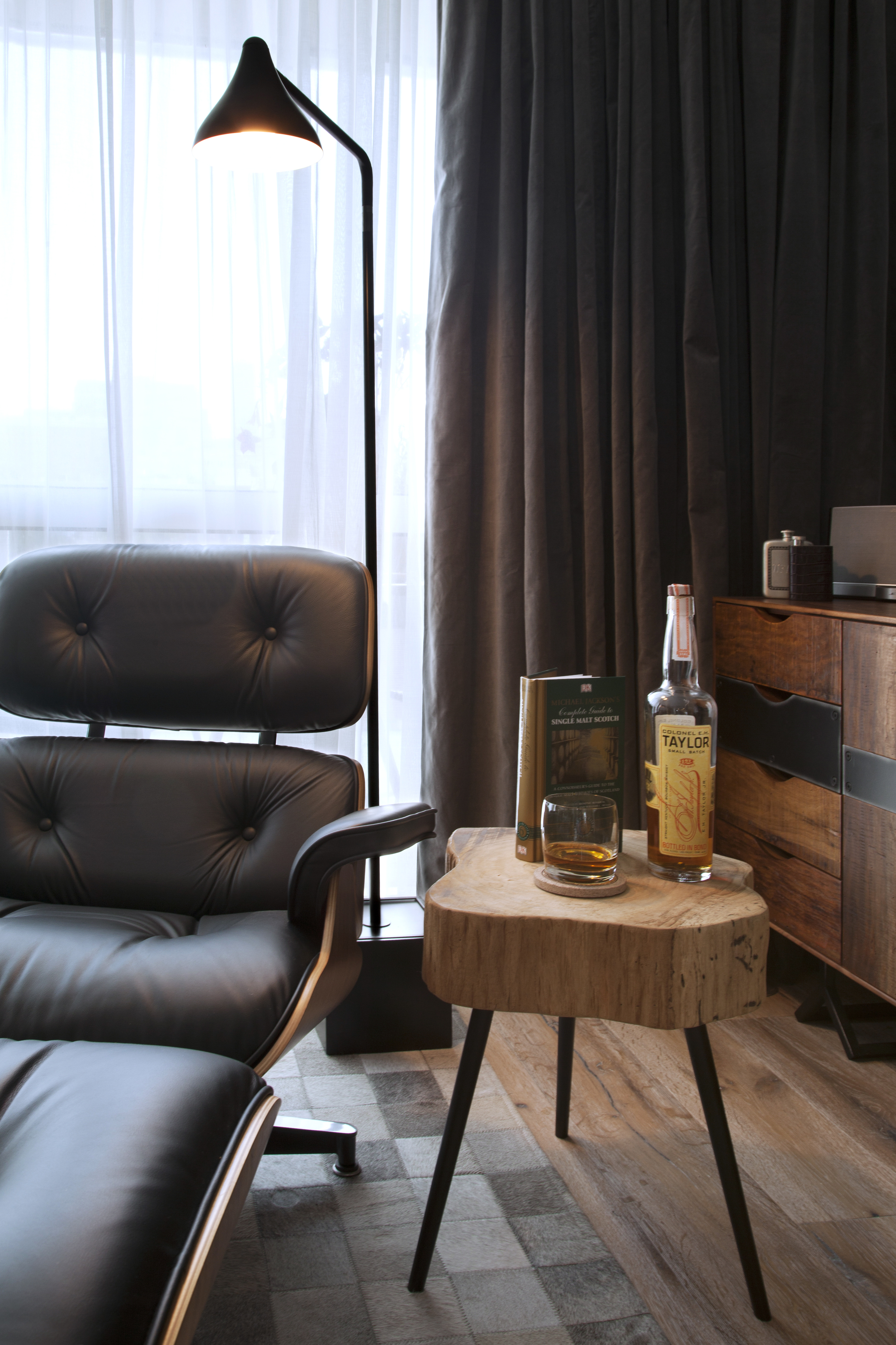 Chaise lounge side table and lamp