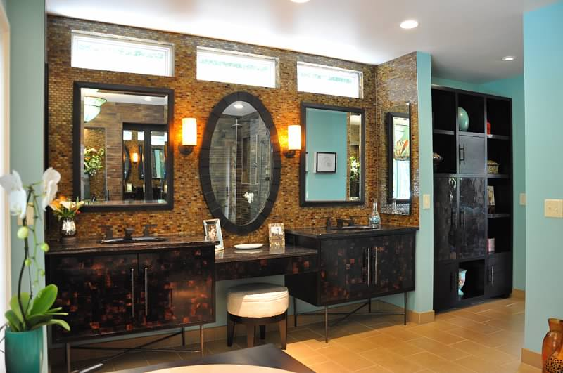 Sink and vanity chest in bathroom