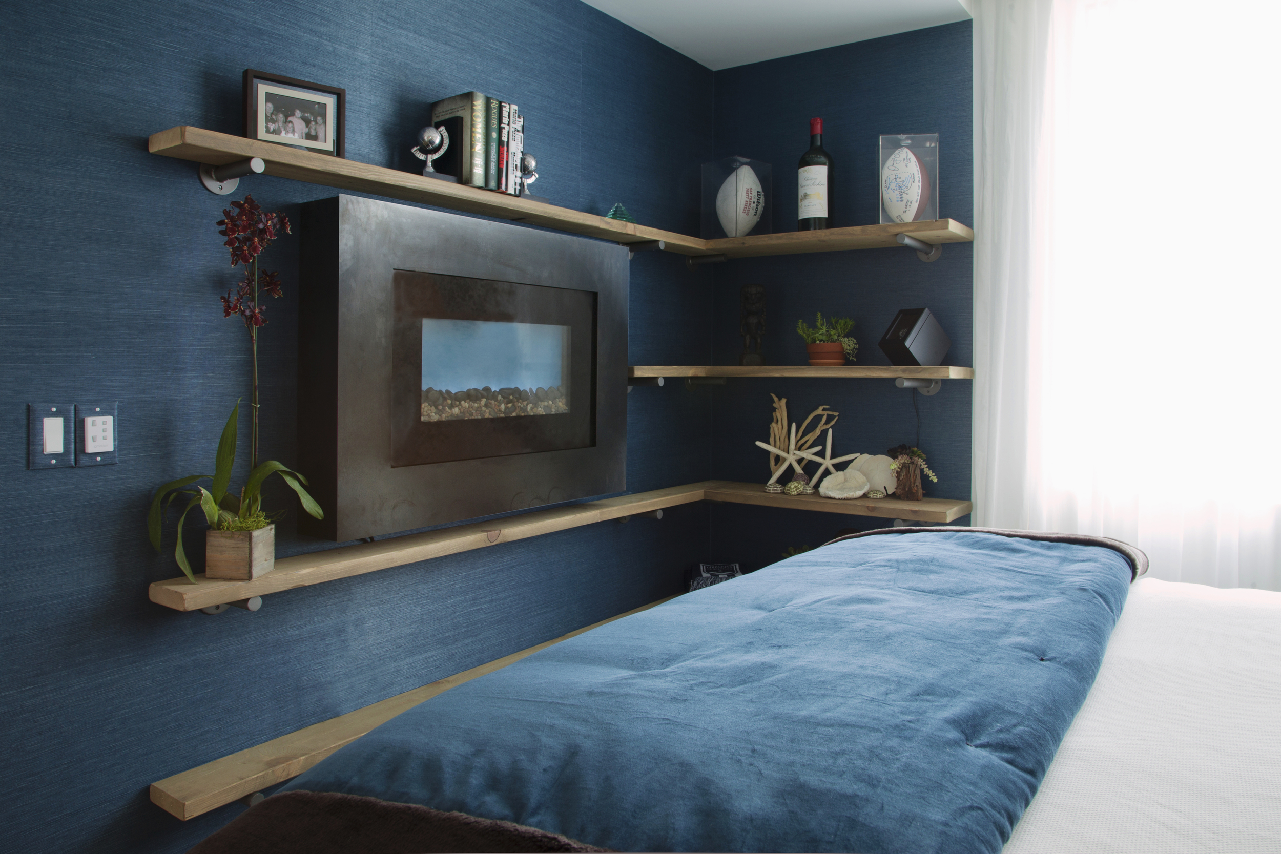 Master bed san francisco fireplace and shelf