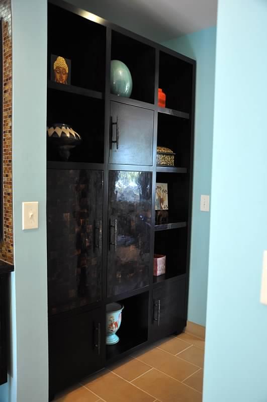Walkway closet organization