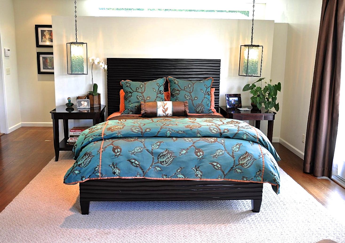 Blue master bed floral comforter
