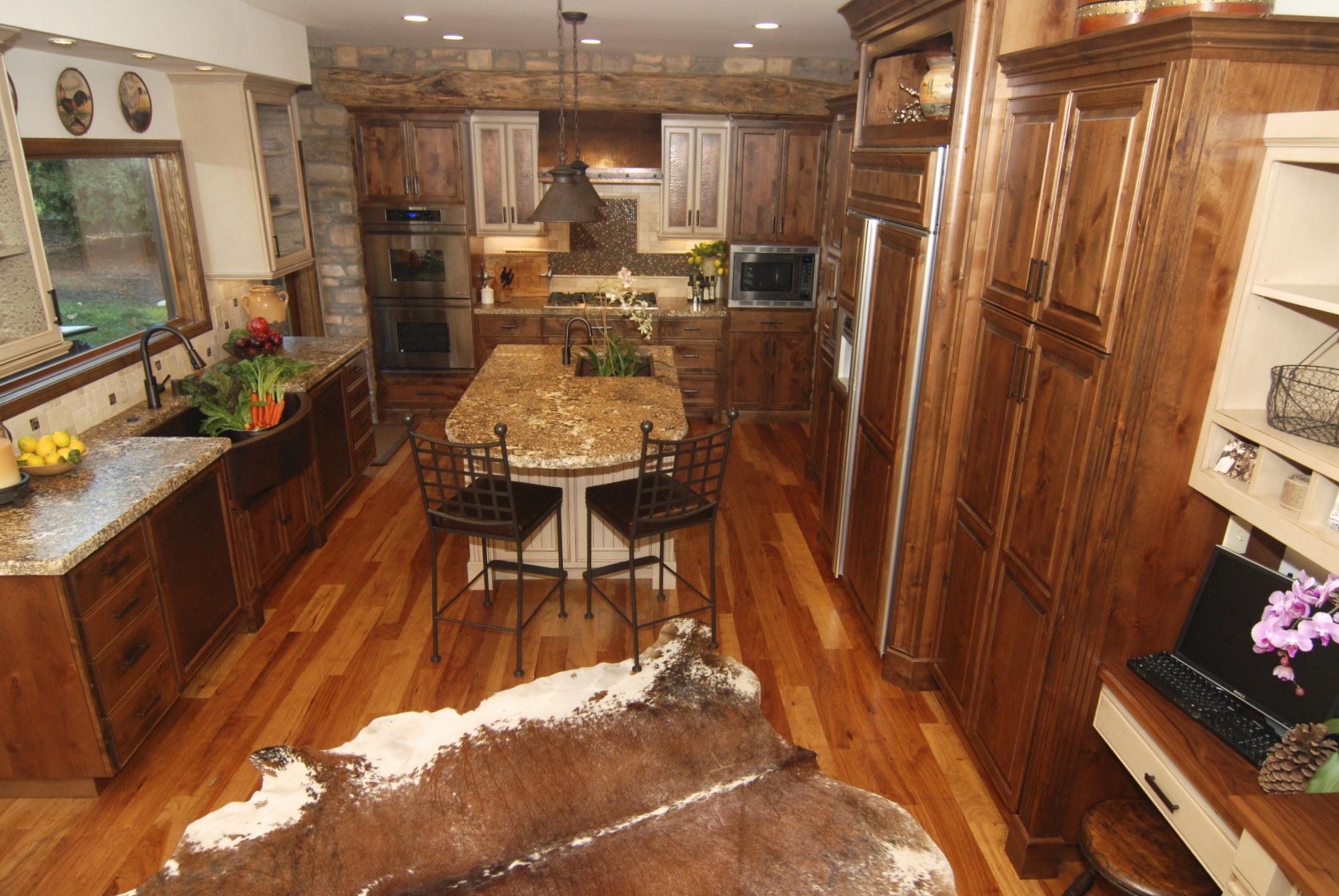 montana style kitchen with island