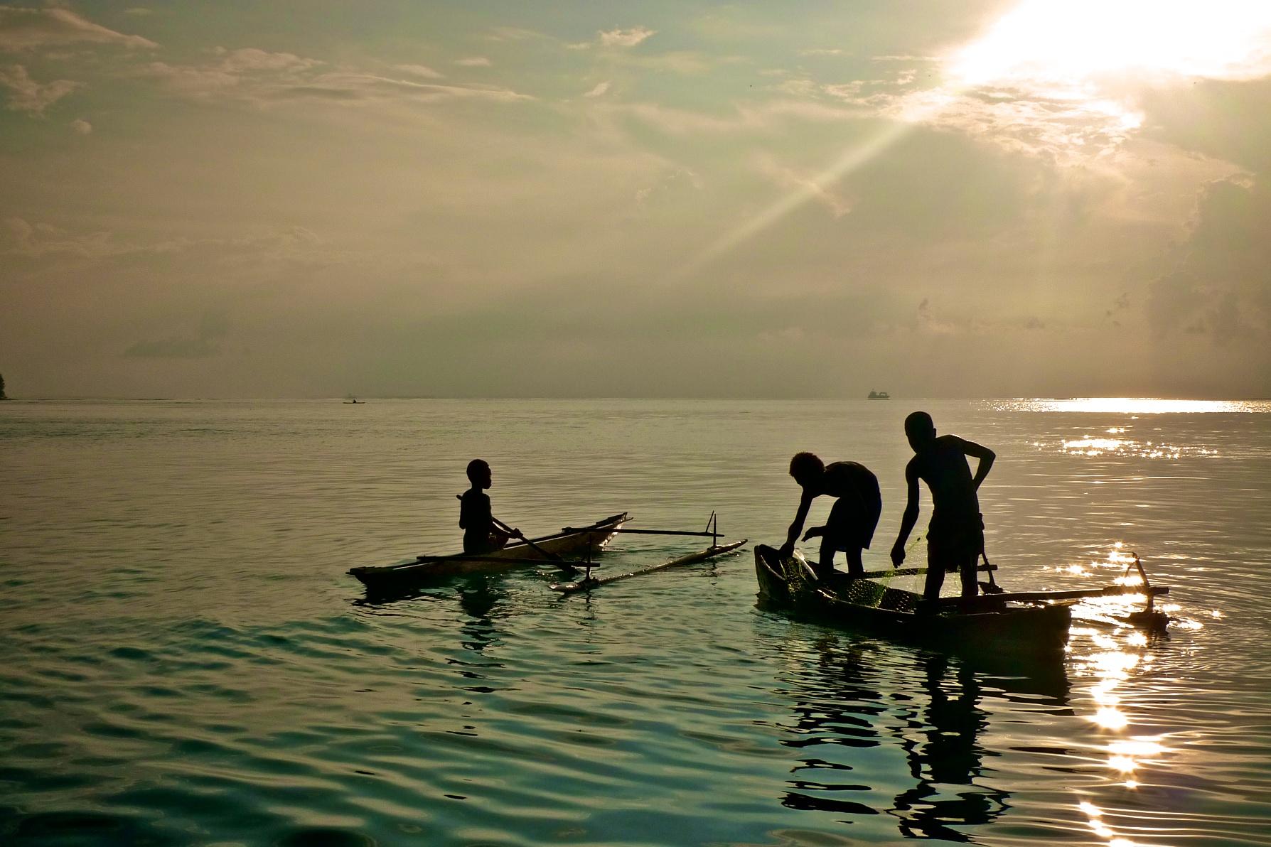 Kids fishing in Kavieng, Niu Irelan, PNG