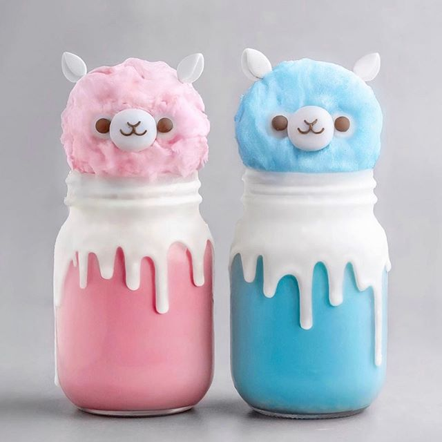 @naturally.jo made the cutest alpaca shakes with our floss!! 😍 We are not worthy of such cuteness! 🙏🏻✨ Which would you choose, 💖 or 💙?