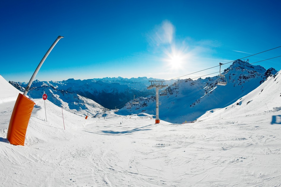 photodune-1768406-skiing-s.jpg