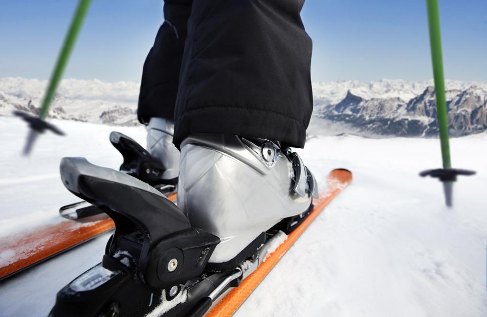 photodune-4959814-skiing-downhill-s.jpg
