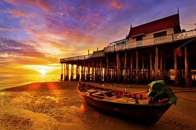 Fishing-Boat-Hua-Hin-Beach-by-noomhh.jpg