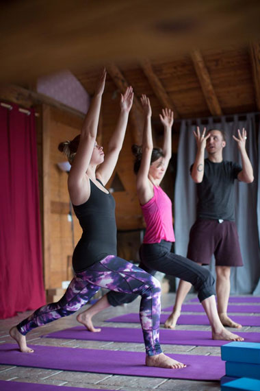 yoga-class-whilst-skiing-in-france.jpg