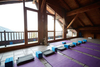yoga-space-in-the-french-alps-skiing.jpg