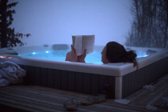 hot-tub-yoga-retreat-alps.jpg