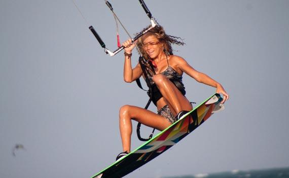 Katie-Bowcutt-Tail-Grab.jpg