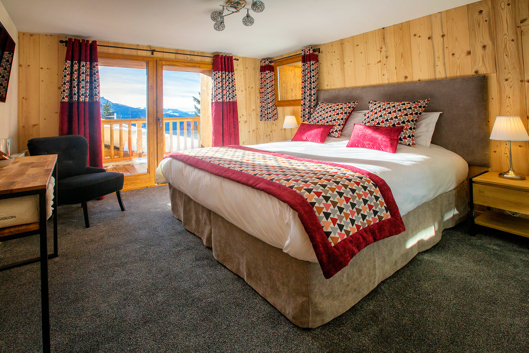 Twin / Double Room with Shared Bathroom