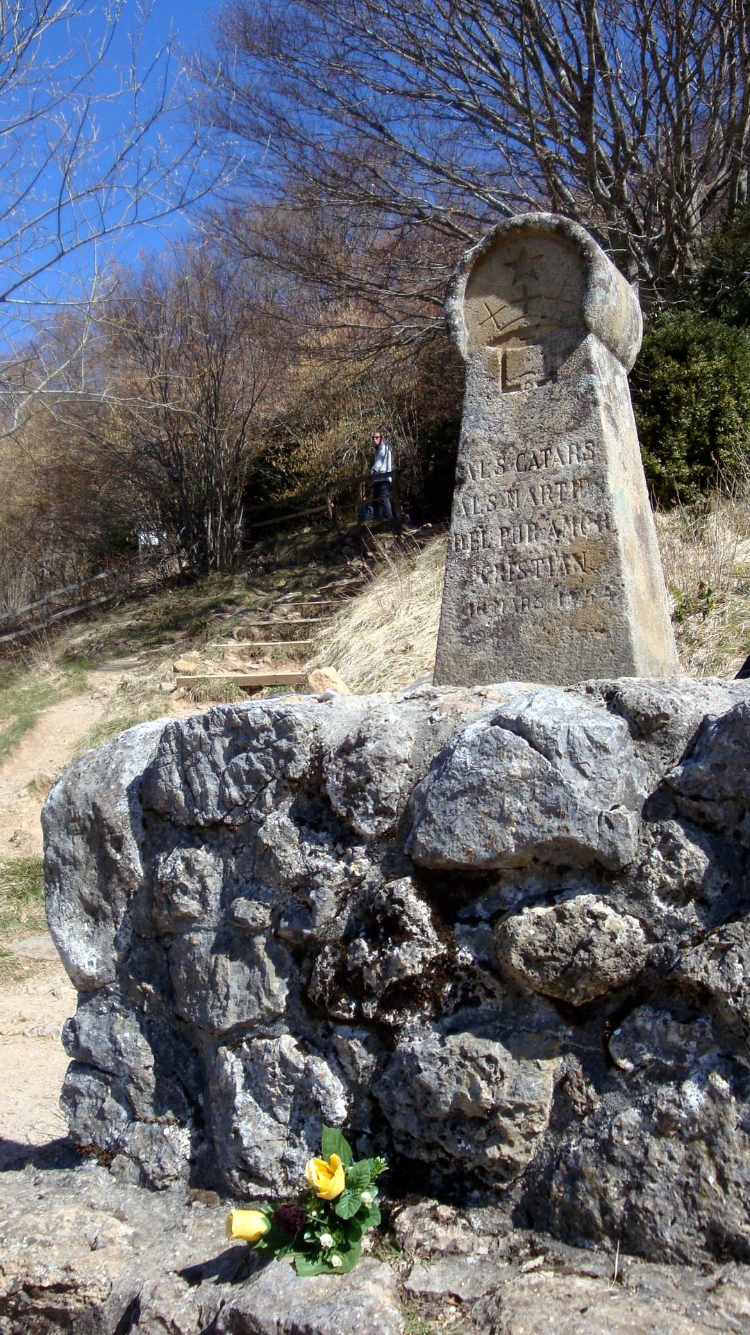 Monument at Montségur honoring those killed in the Crusade.