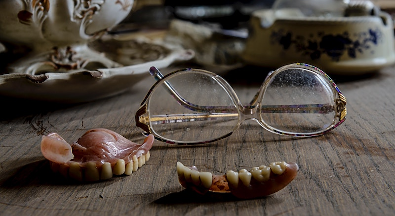 Dental-Implants-vs-Dentures.jpg