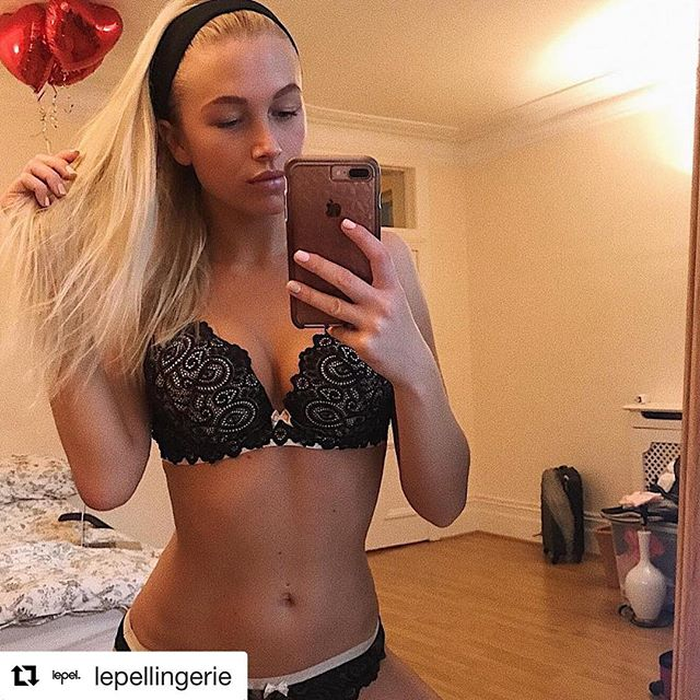#Repost @lepellingerie ・・・ S U N D A Y 💛💭 📸: @sarafjohansen . . . #LepelLingerie #Matilda #Padded #Plunge #Opulent #Lace #Gold #Sunday #Phone #Selfie #LoveLepel