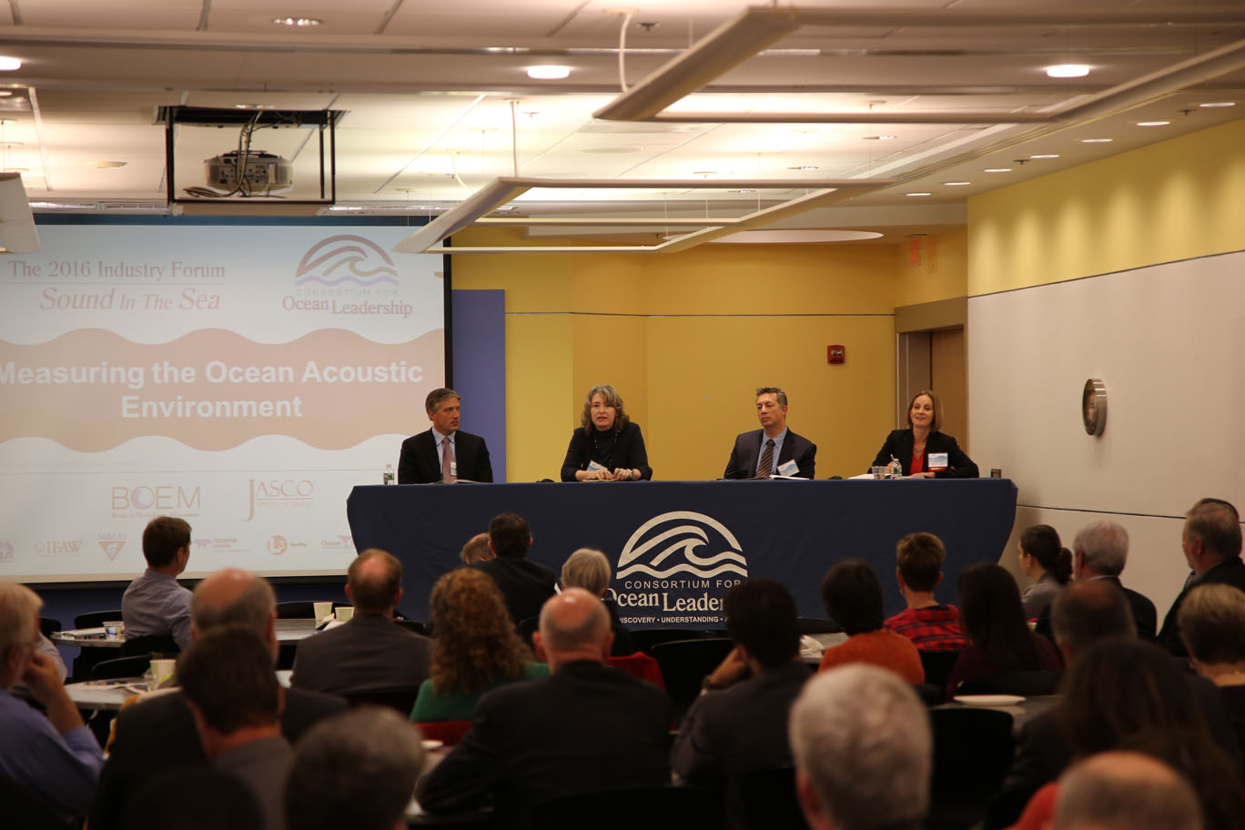 Cynthia Pyć (far right) speaks at Consortium for Ocean Leadership workshop.