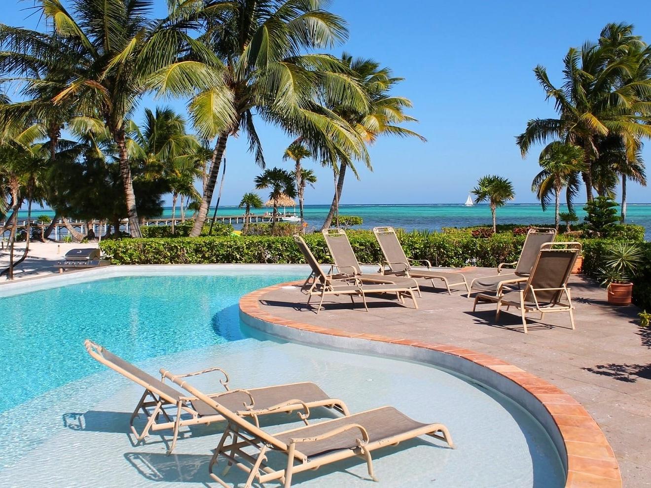 Luxury villas at La perla del caribe