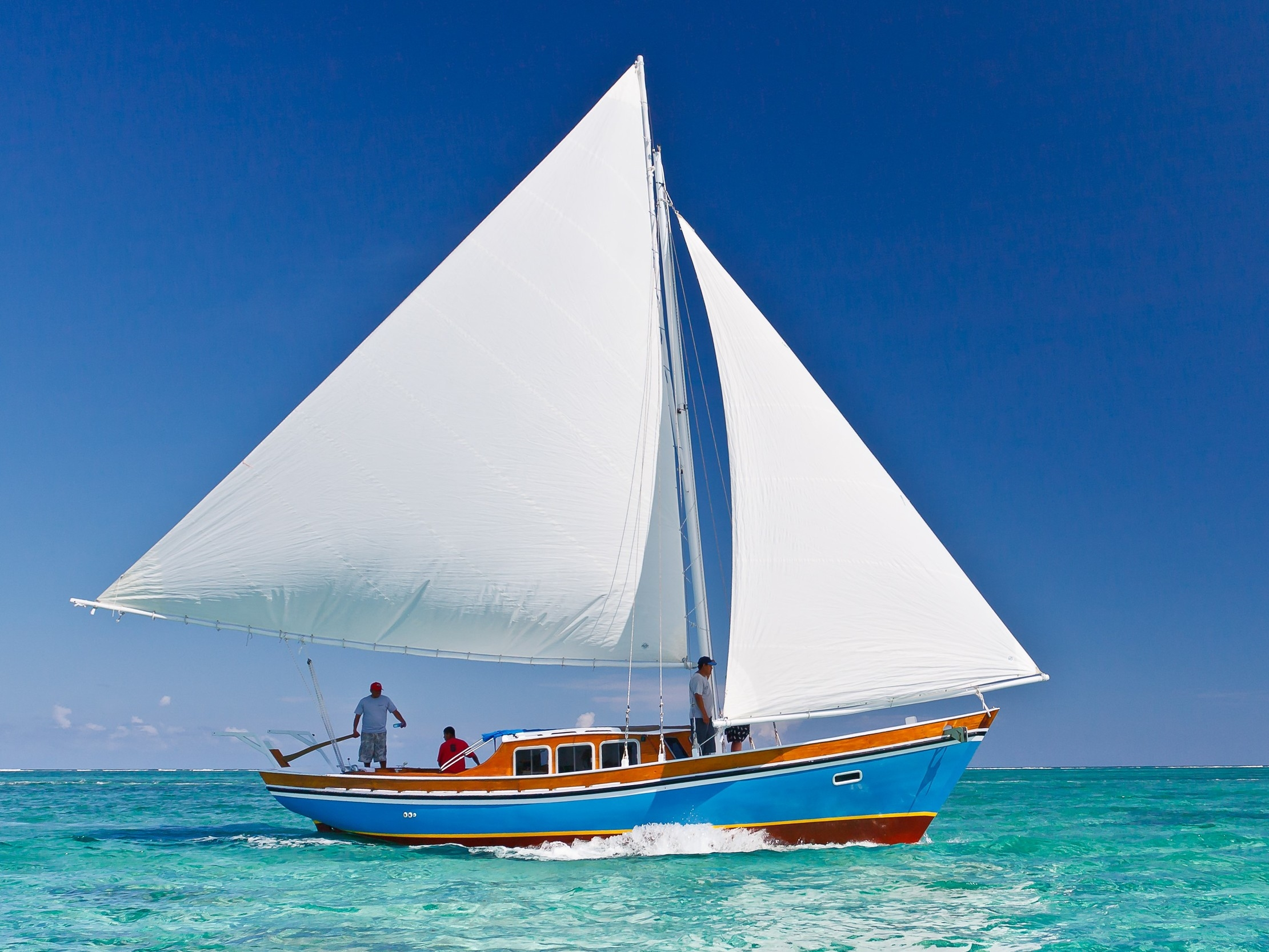 La Sirena Azul offers a range of sailing tours from San Pedro Town