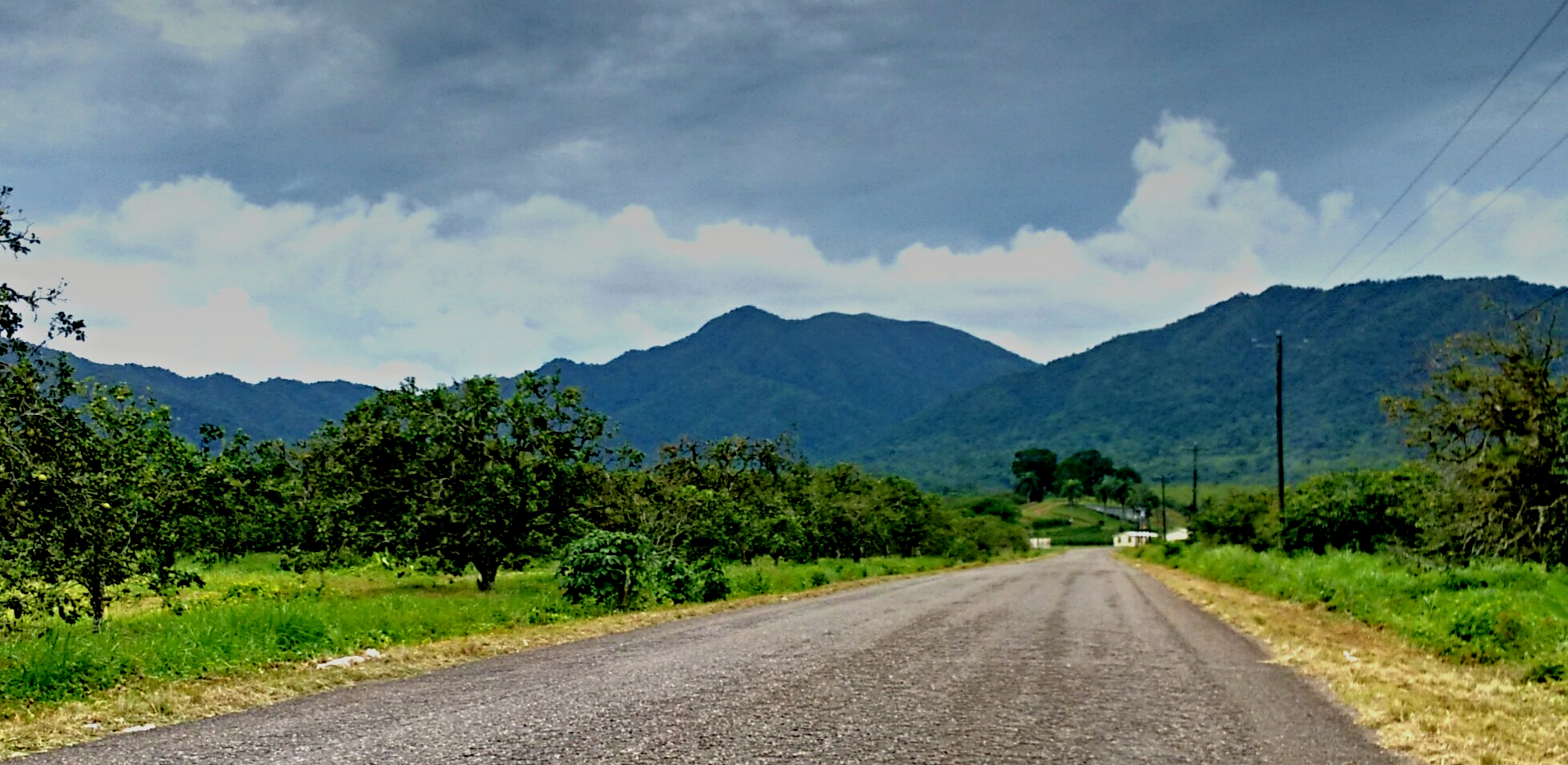 Belize's picturesque Hummingbird Highway leads through the mountains from Belmopan towards the southeast to Dangriga and the Southern Highway