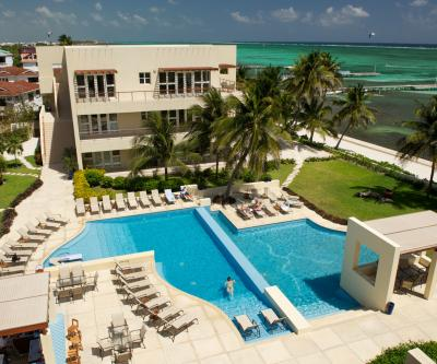 tHE pHOENIX rESORT, ON THE SEA IN THE HEART OF aMBERGRIS cAYE