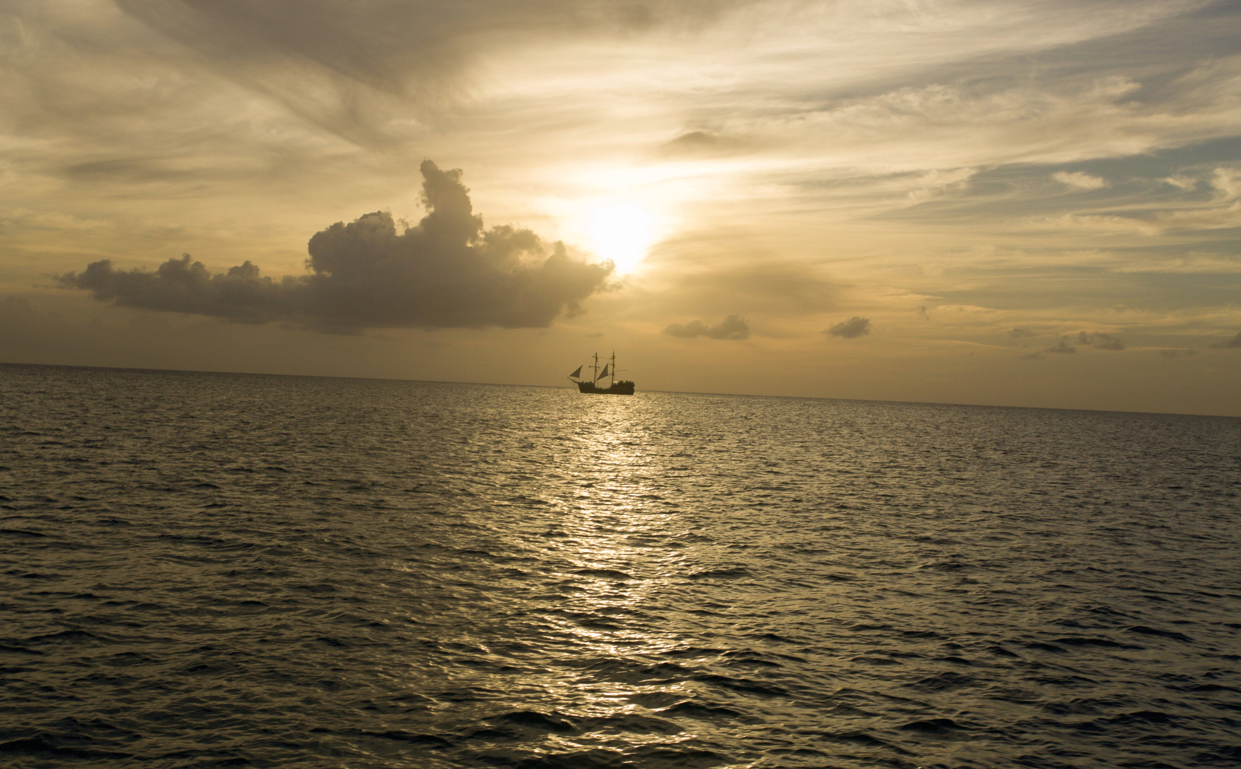 We watched the sun go down with the infamous Black Magic replica pirate ship sailing in the distance, they also provide cruises on the island, next time that's a must do! Photography Courtesy of The Aisle Photography