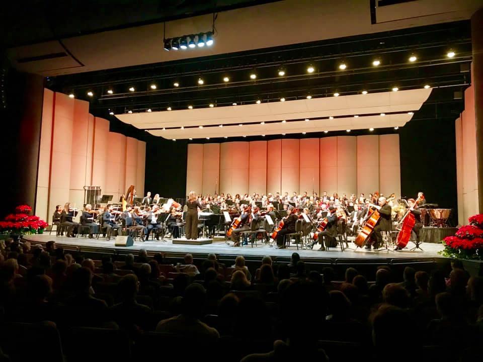 Sarah Pearson conducting the Symphony of Northwest Arkansas (SoNA)