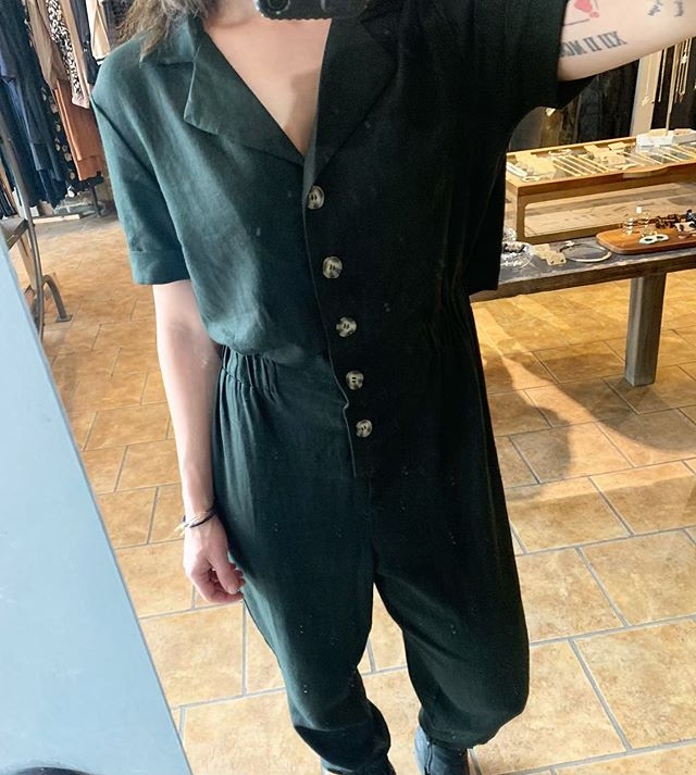 Obsessed with this linen jumpsuit- cinched elastic waist, open back, cinched ankle.  Perfect for summer 🖤🖤🖤 . . . . . . . . . . #me #fashion #ladies #ladiesfashion #like #instagood #love #trendy #instalove #style  #getdresed #black #design  #chicago #me #locallove #summer #linen #instafashion #styling  #summerstyle #shop #shopping #boutique #fashiontrend #instyle #trendwatch