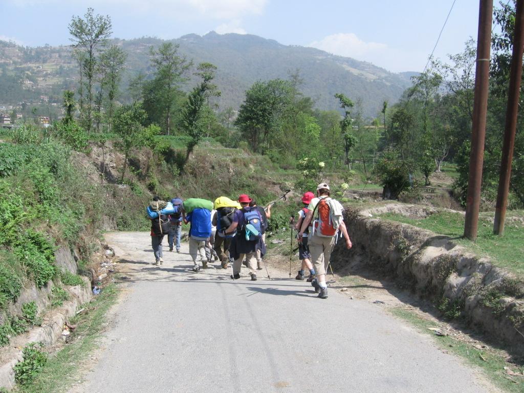 Lors d'un trek avec les porteurs sherpas