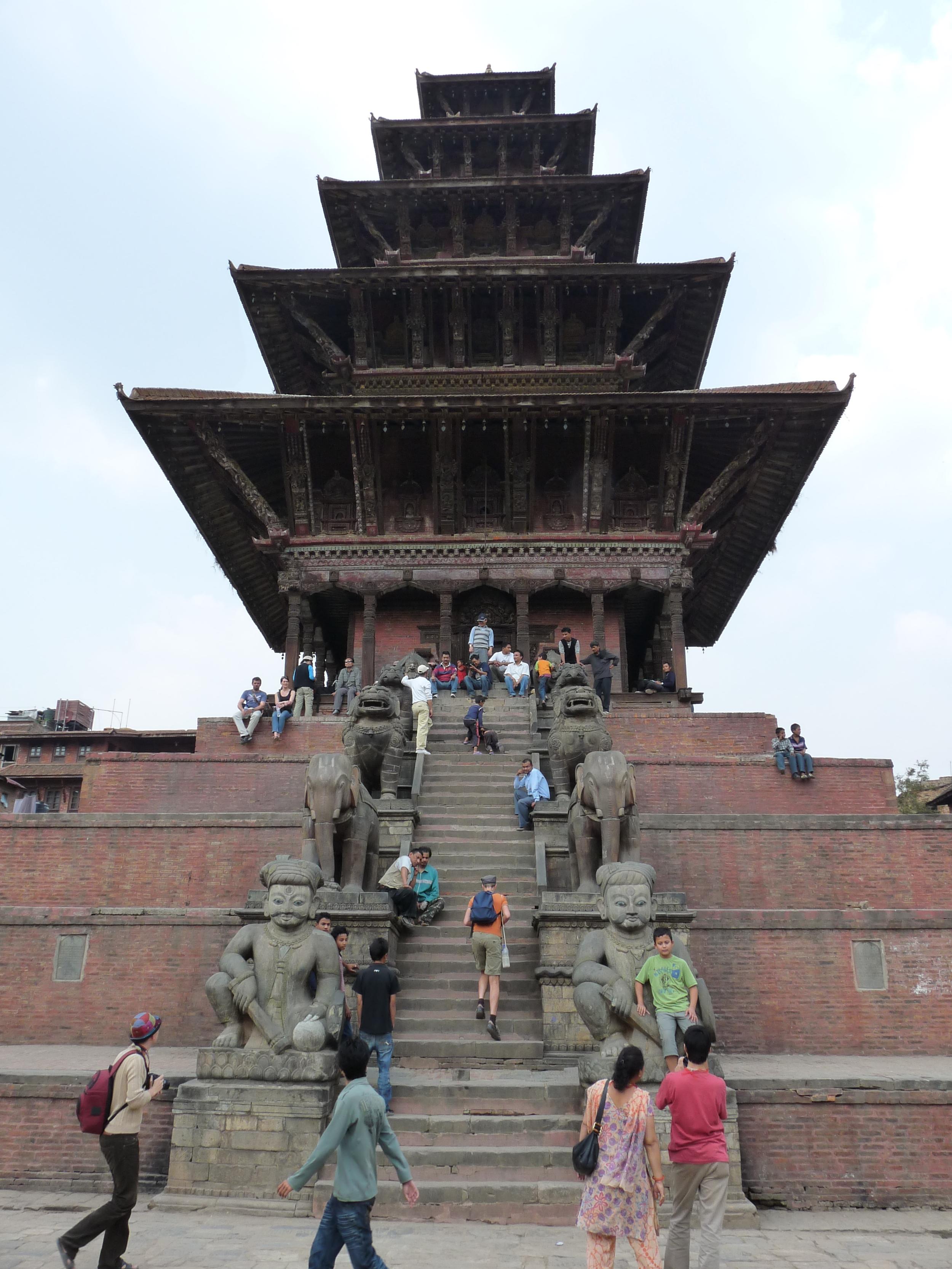 Le temple aux cinq toits superposés emblématique de la ville de Bhaktapur