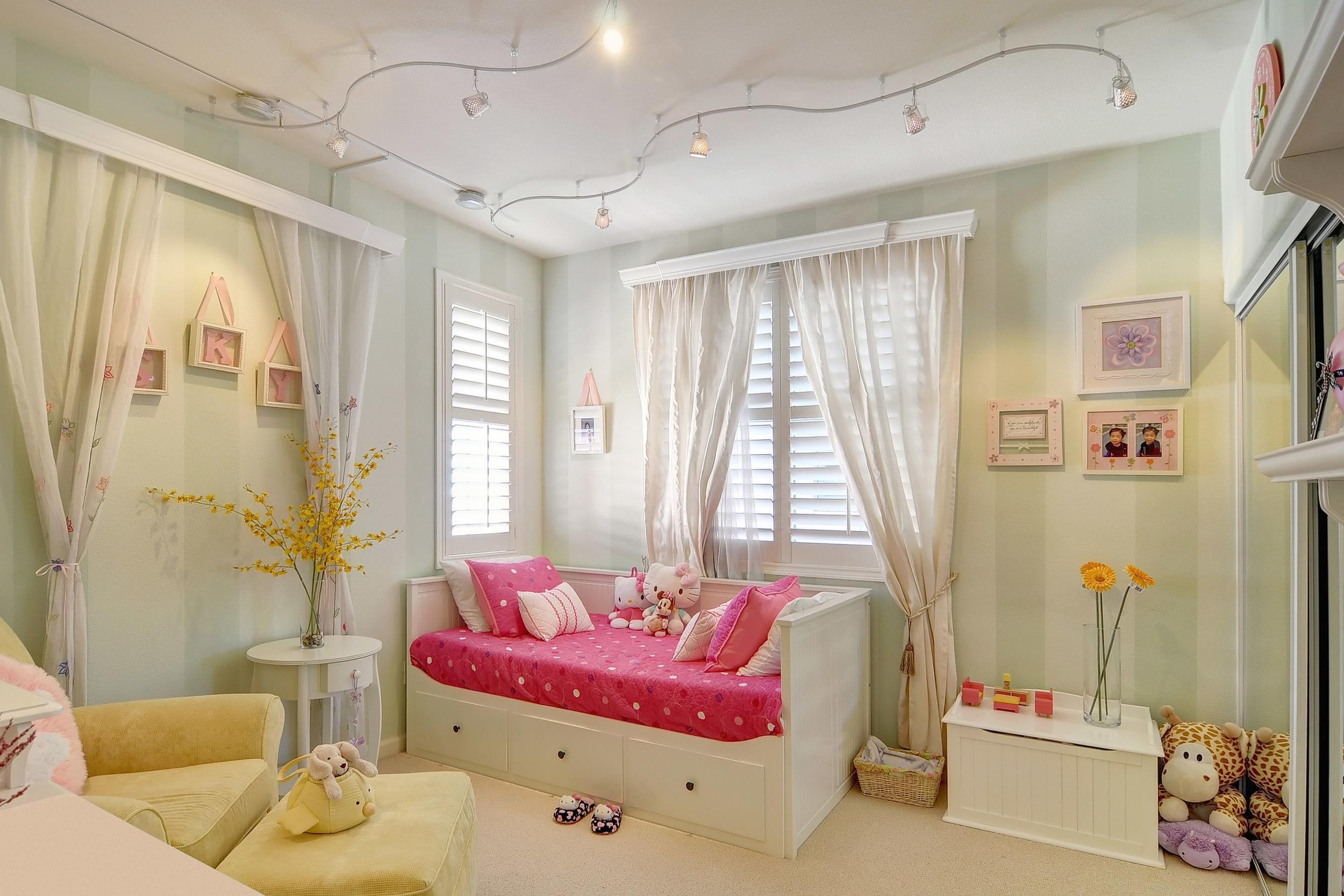 GirlsBedroom-2311531327-O.jpg