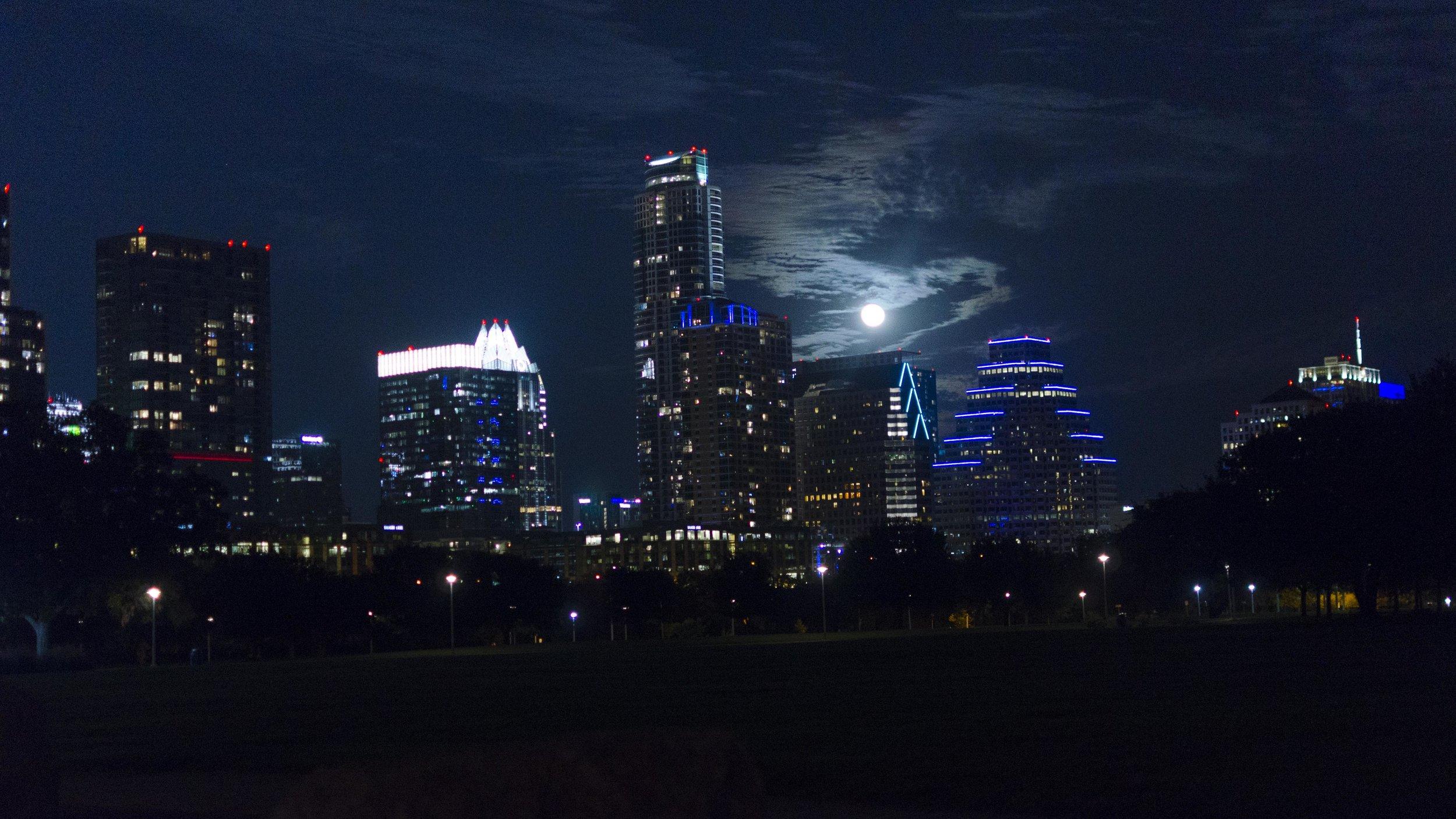 2017Nov06_0117(Austin Night Skyline).jpg