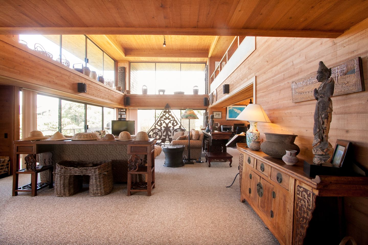 Living Room Toward Hot Tub.jpg