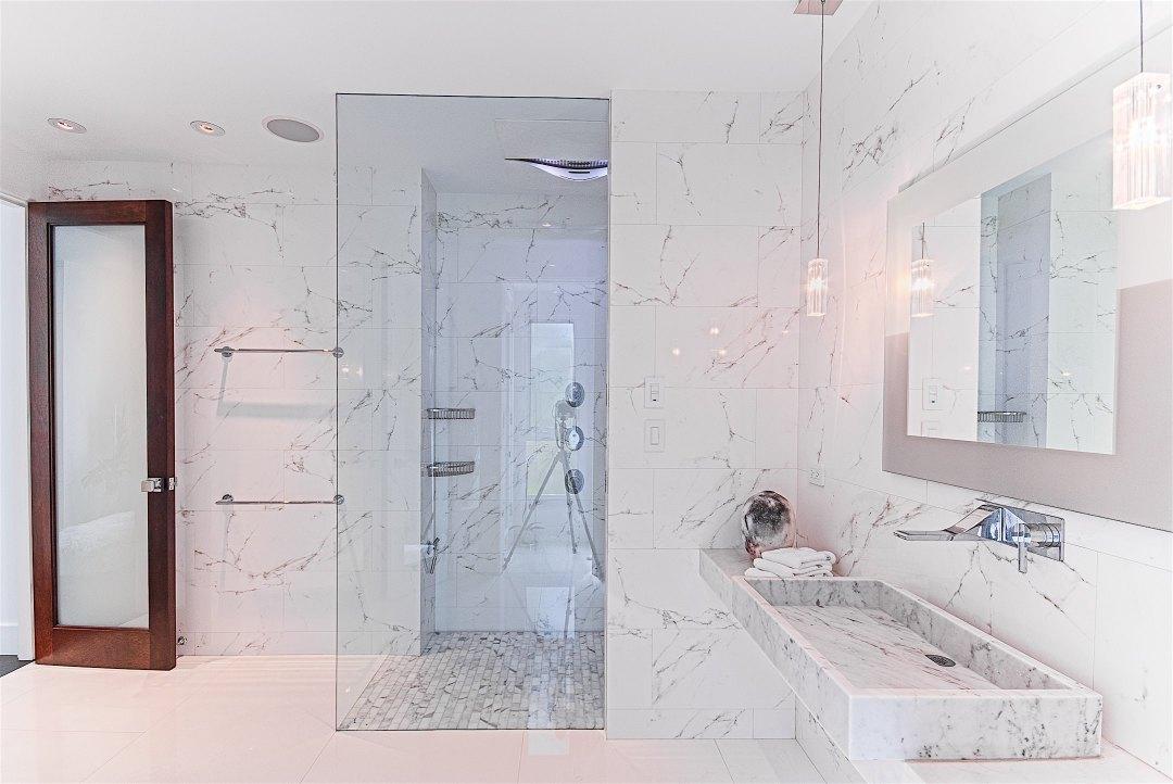 13-baxter-guest-bath-entry-marshall-design-studio-2.jpg