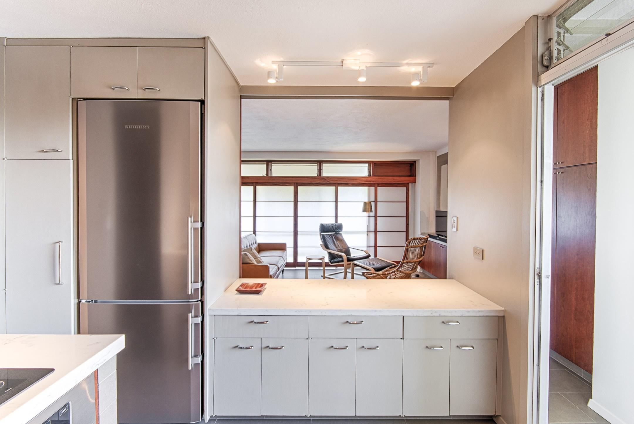 9honolulu-city-apartment-marshall-design-studio.jpg