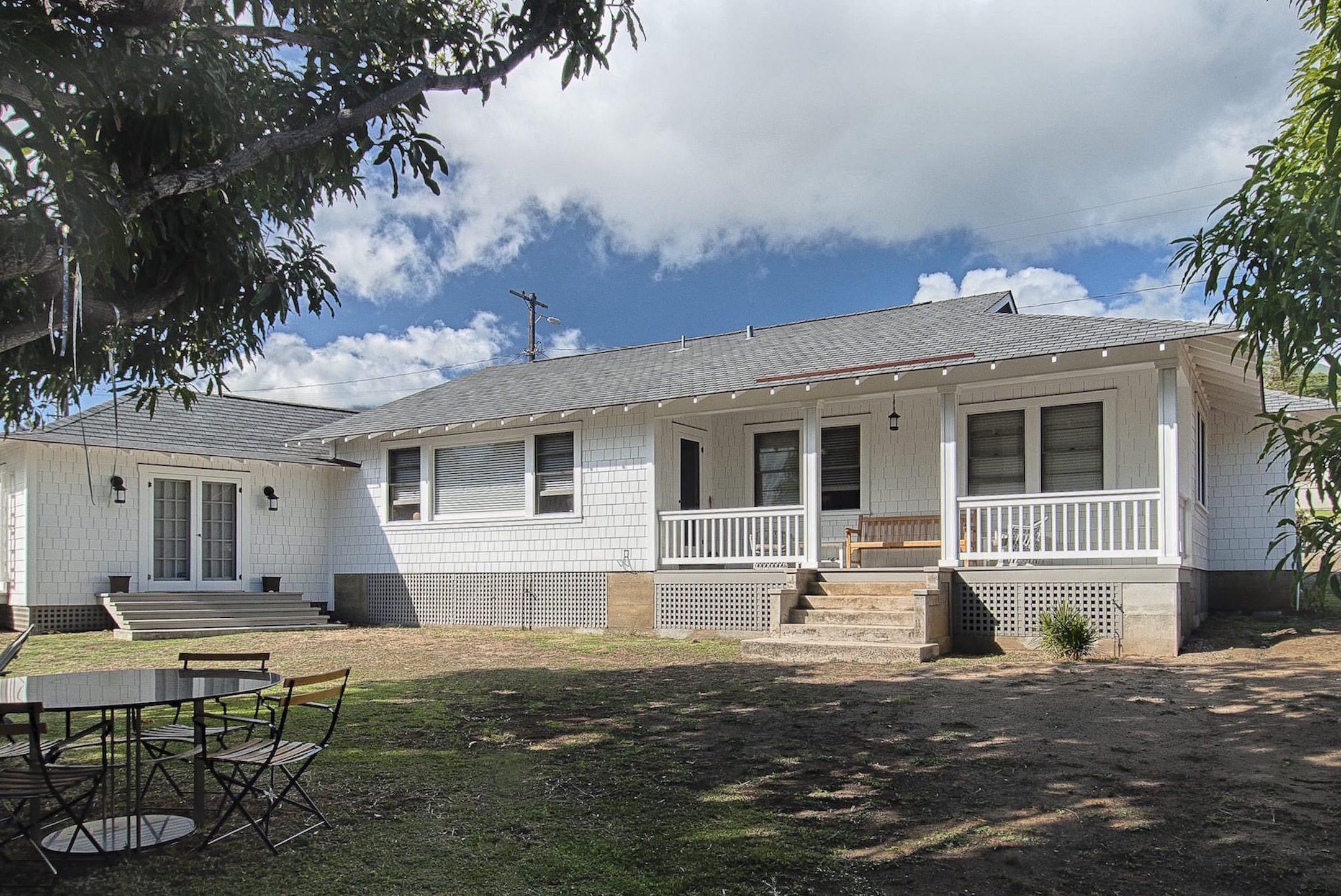 16-wailuku-historic-bungalow-exterior-marshall.jpg