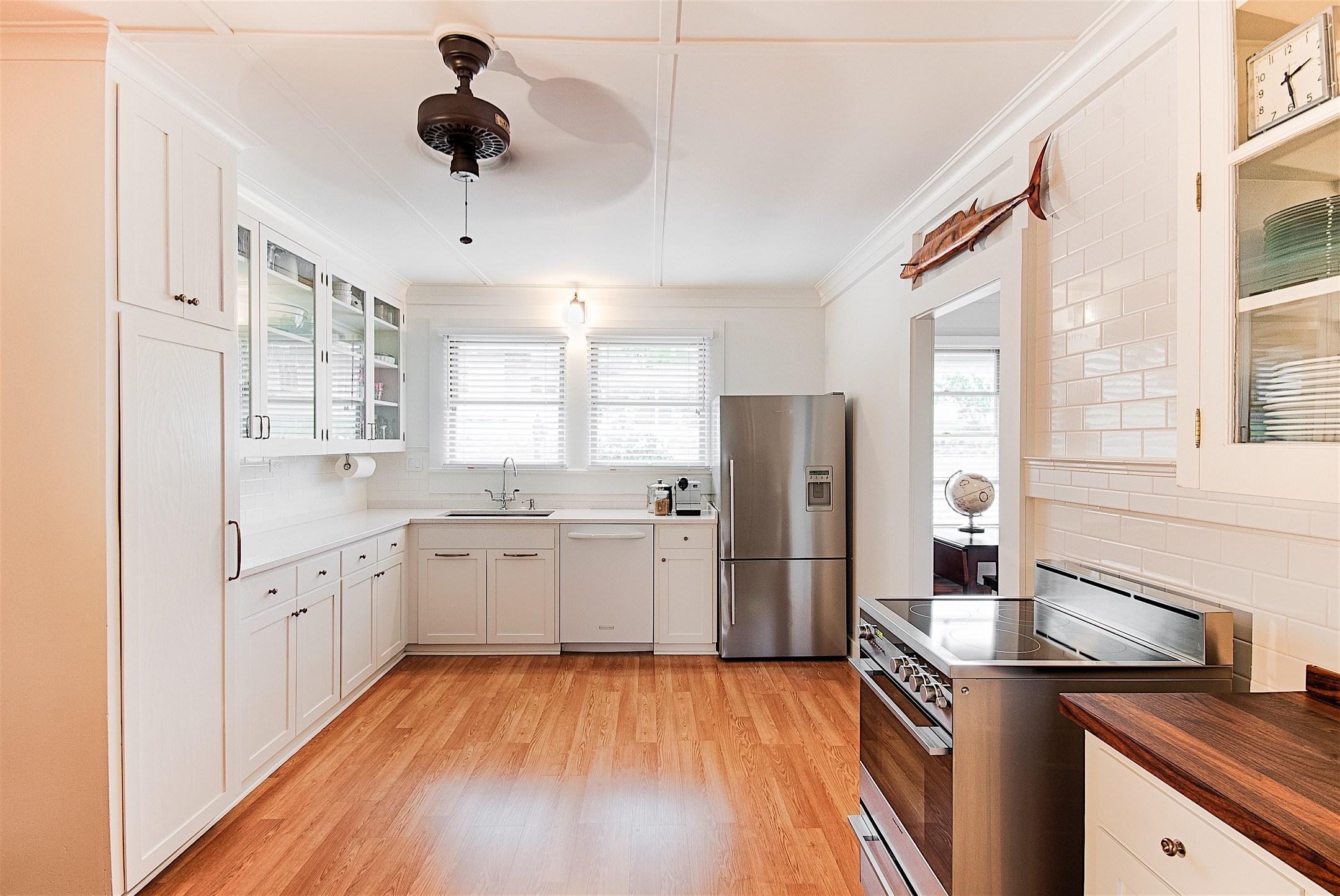 04-wailuku-historic-bungalow-kitchen-after-marshall-design-studio.jpg