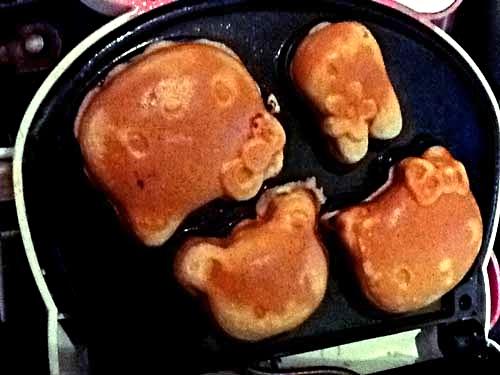 Hello-Kitty-Waffles