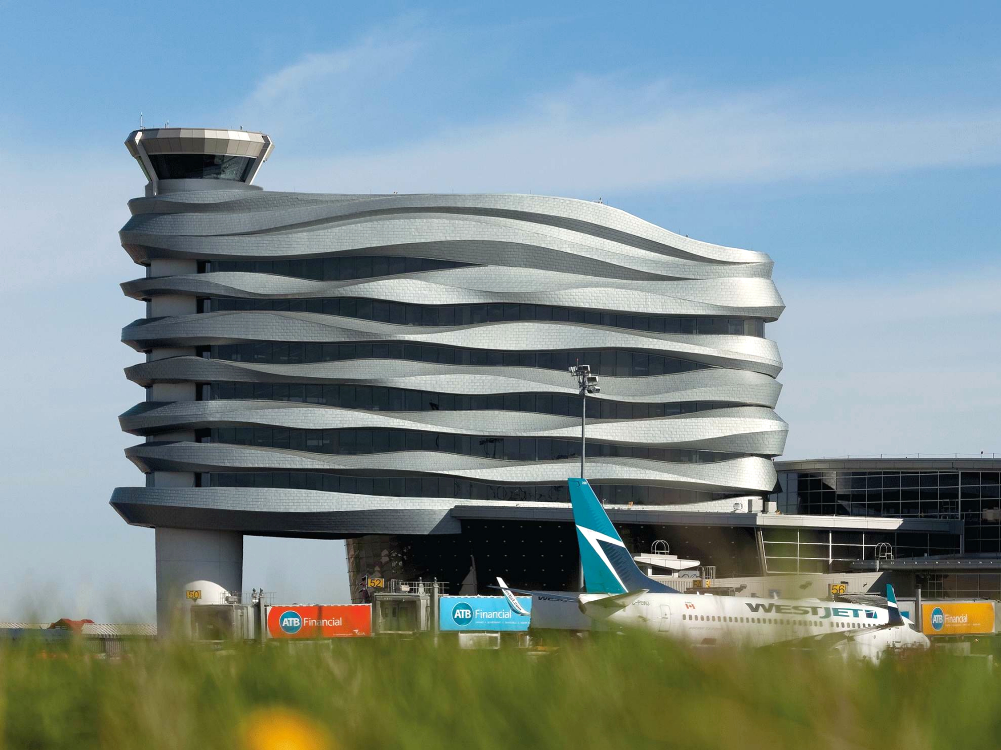 YEG AIR TRAFFIC CONTROL TOWER (CREDIT: DIALOG DESIGN)