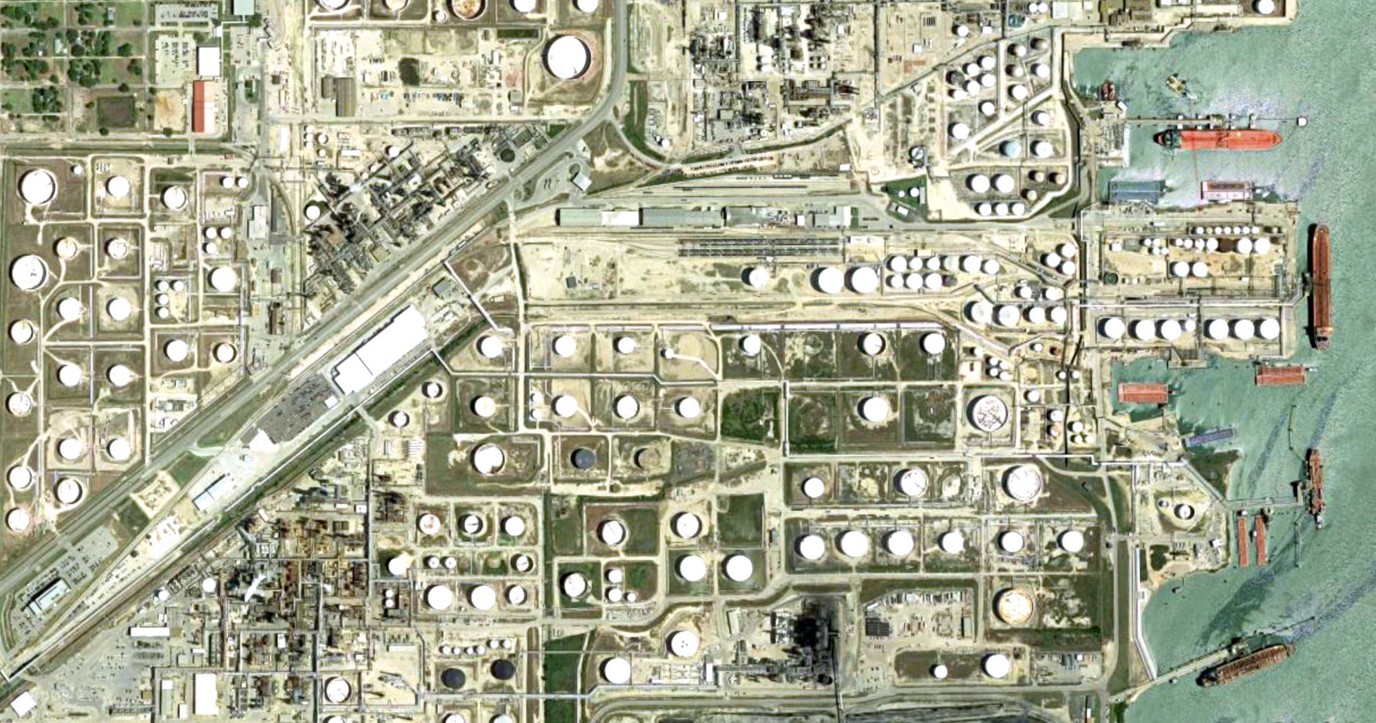 AERIAL VIEW OF THE TEXAS CITY REFINING HUB (COURTESY GOOGLE MAPS)