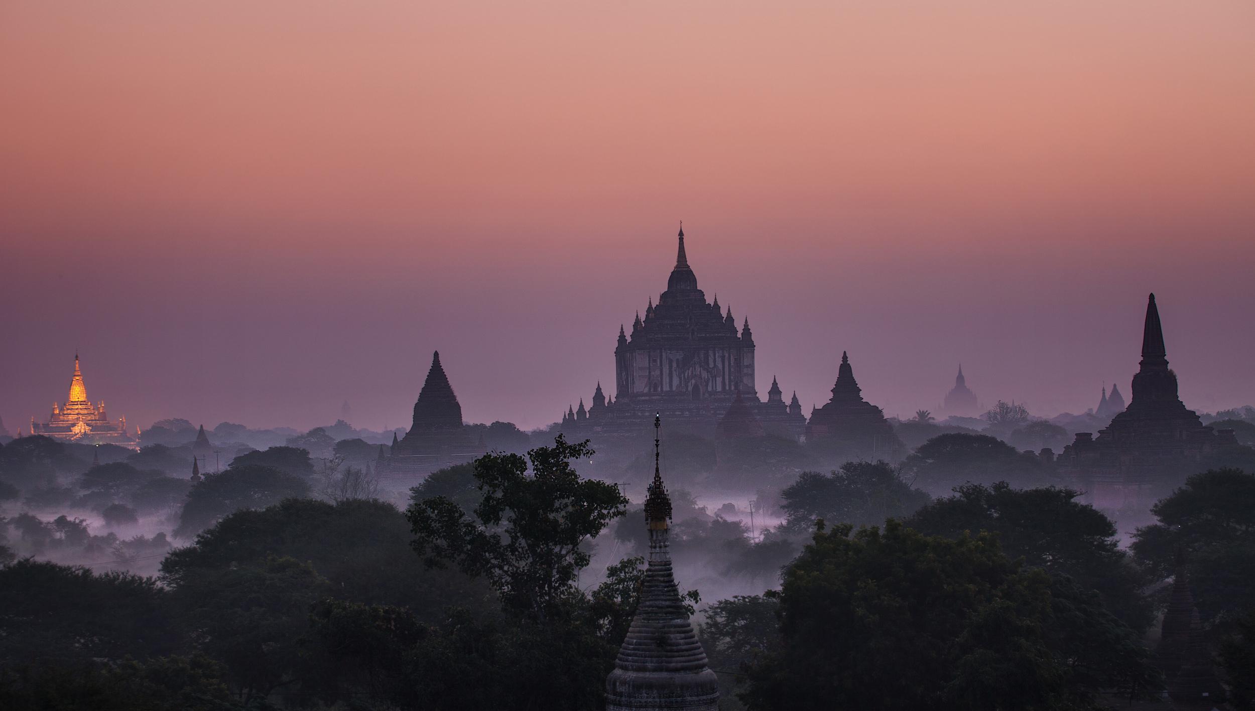Early dawn light at the Thatbyinnyu temple