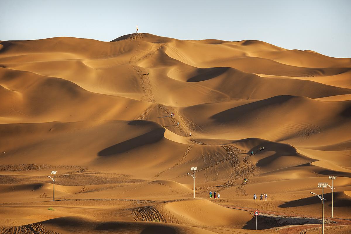 sand dunes of taklamacan desert