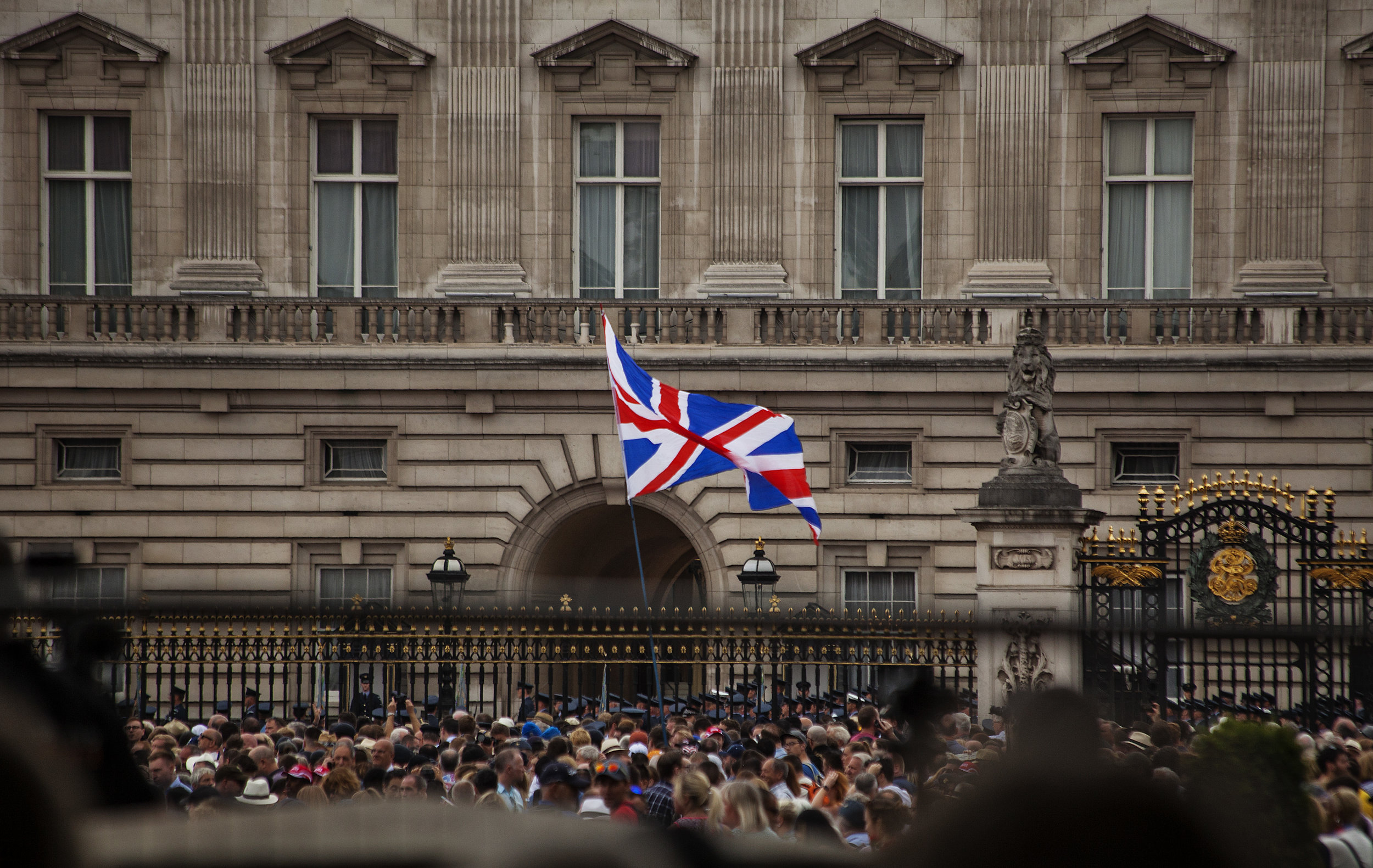 Do the British people really love the Queen? Here is your answer