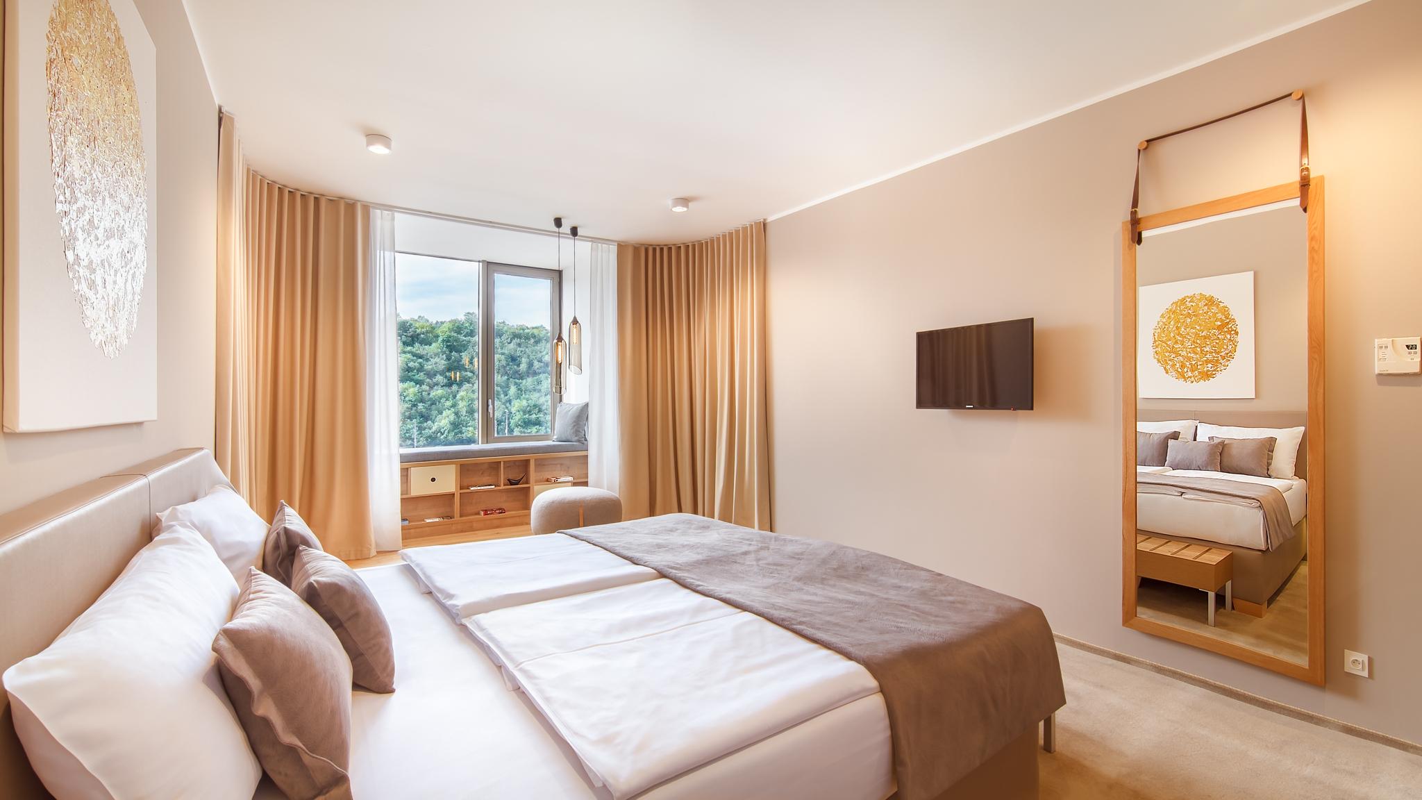 Hotel President_New_Rooms_72dpi-4.jpg