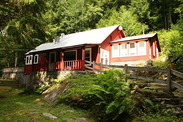 Mongaup Cottage: 2-3 BR, 2 BA, 1.9 acres.