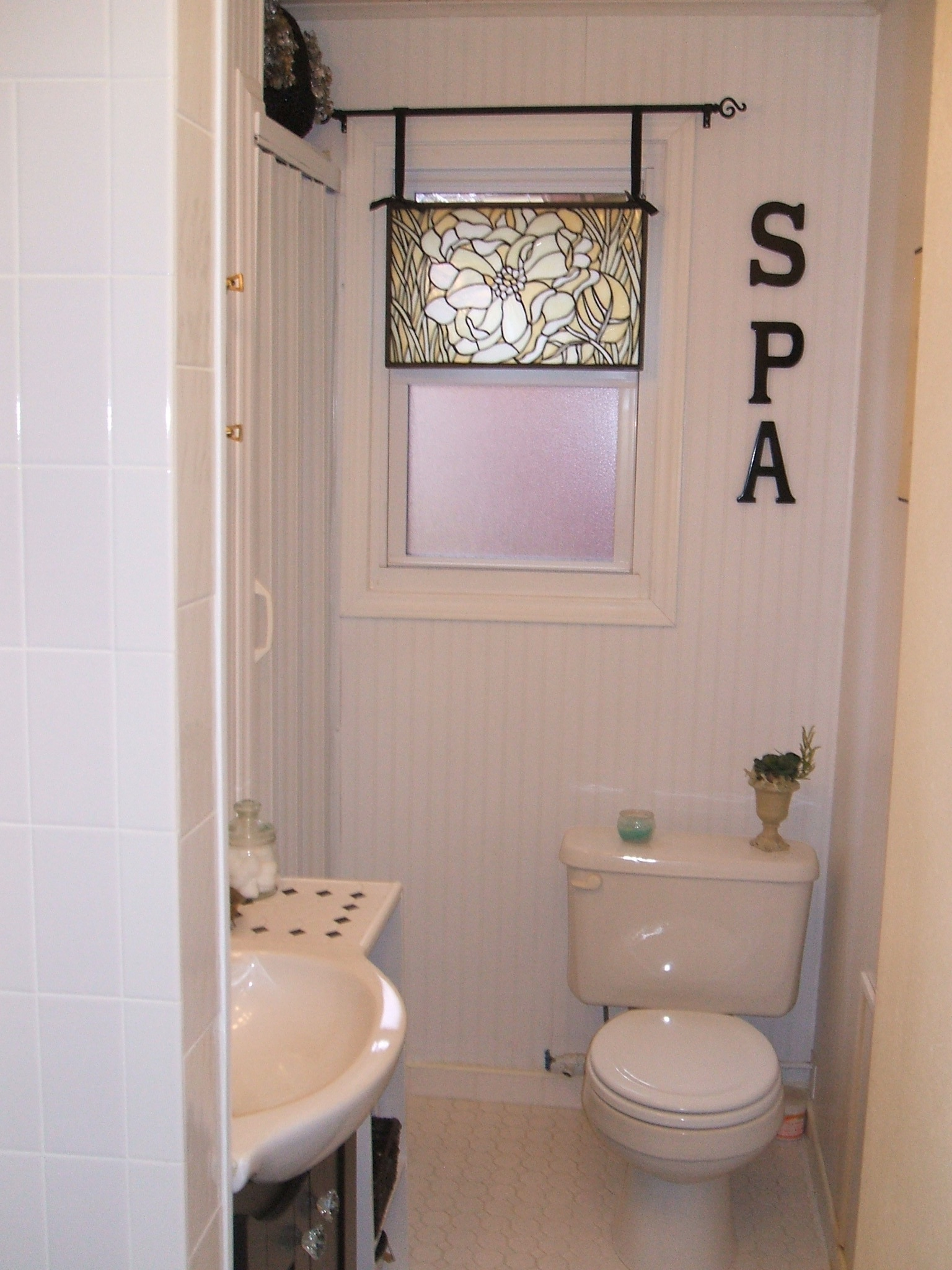 15 Full Bath.JPG