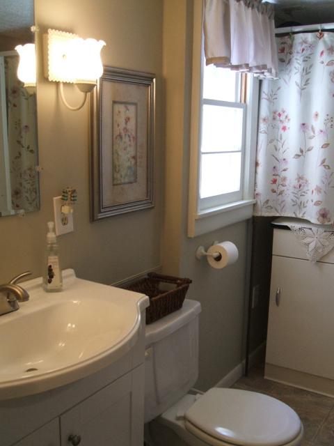 MG Bathroom 2.jpg