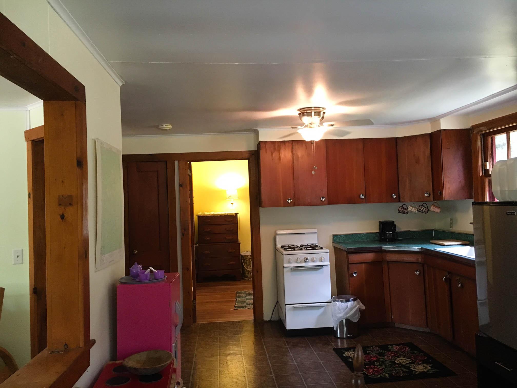 cabin_kitchen.jpg