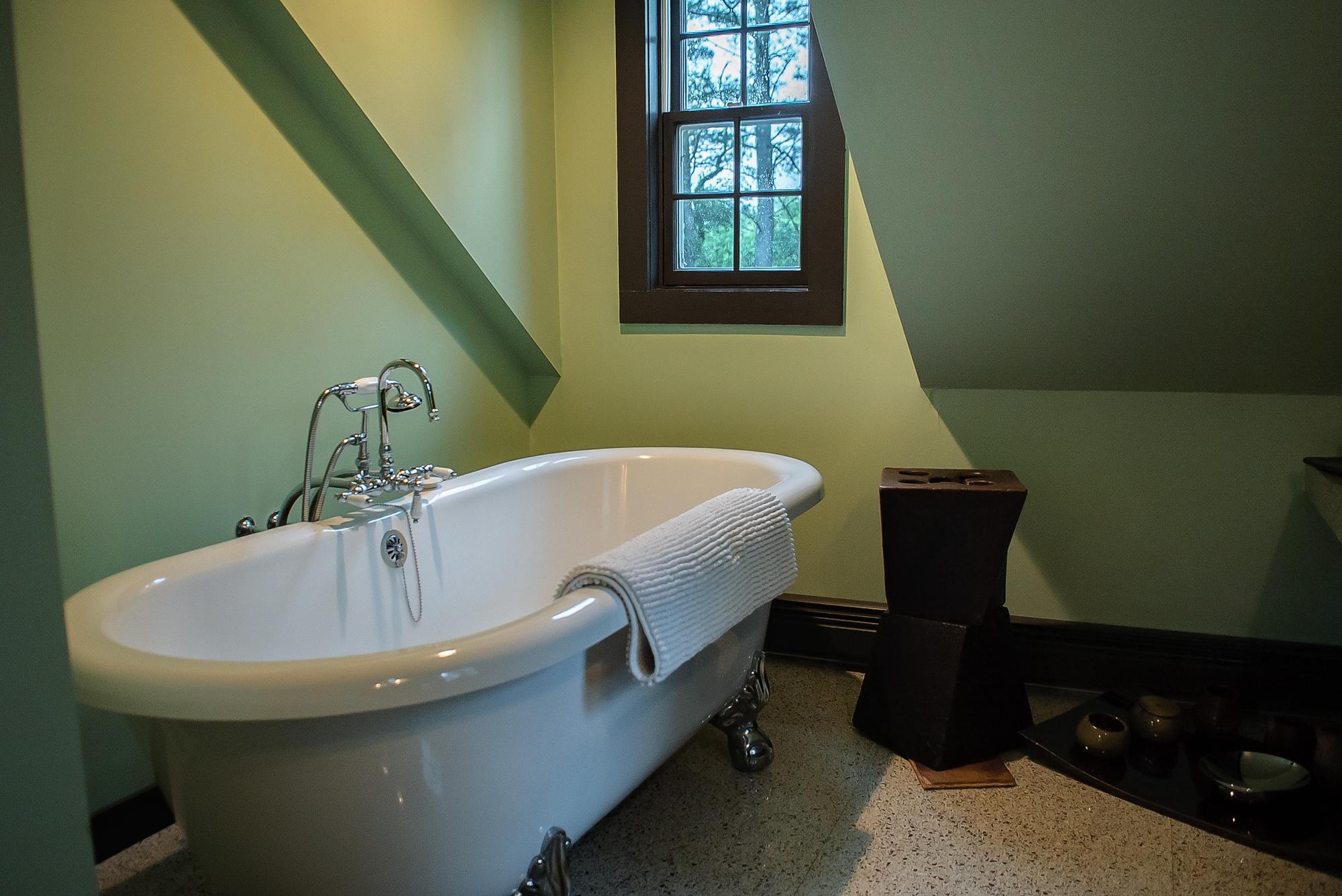 bath4a.jpg
