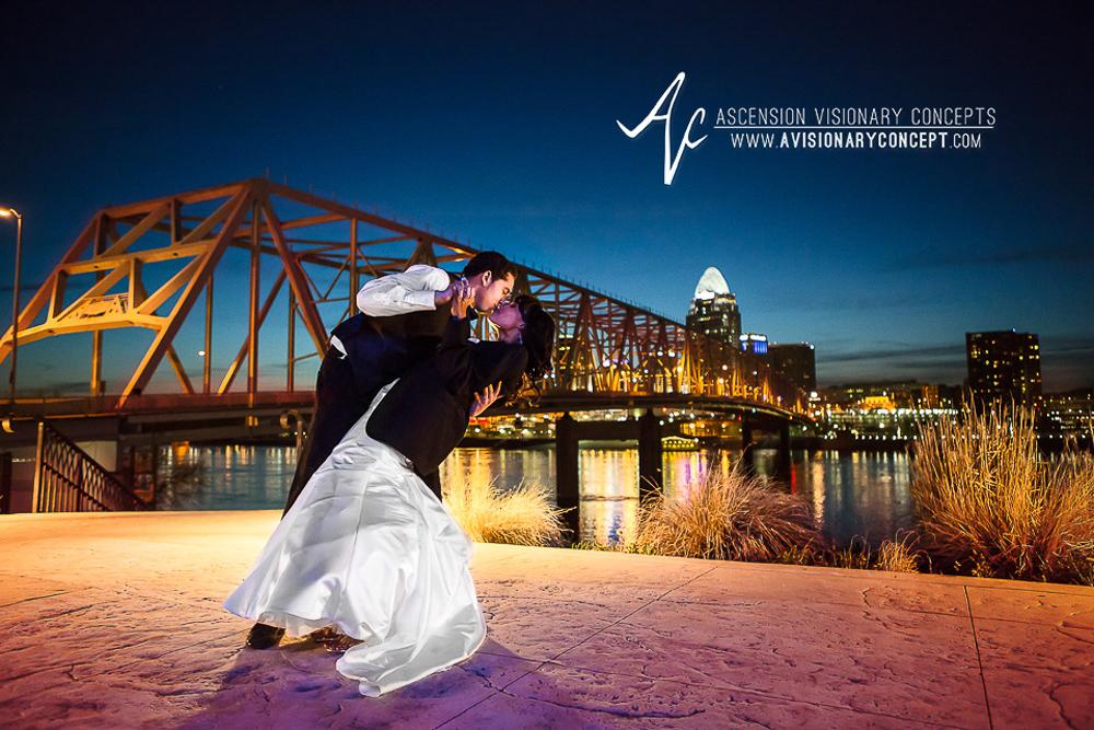 Cincinnati Weddings: Newport Aquarium