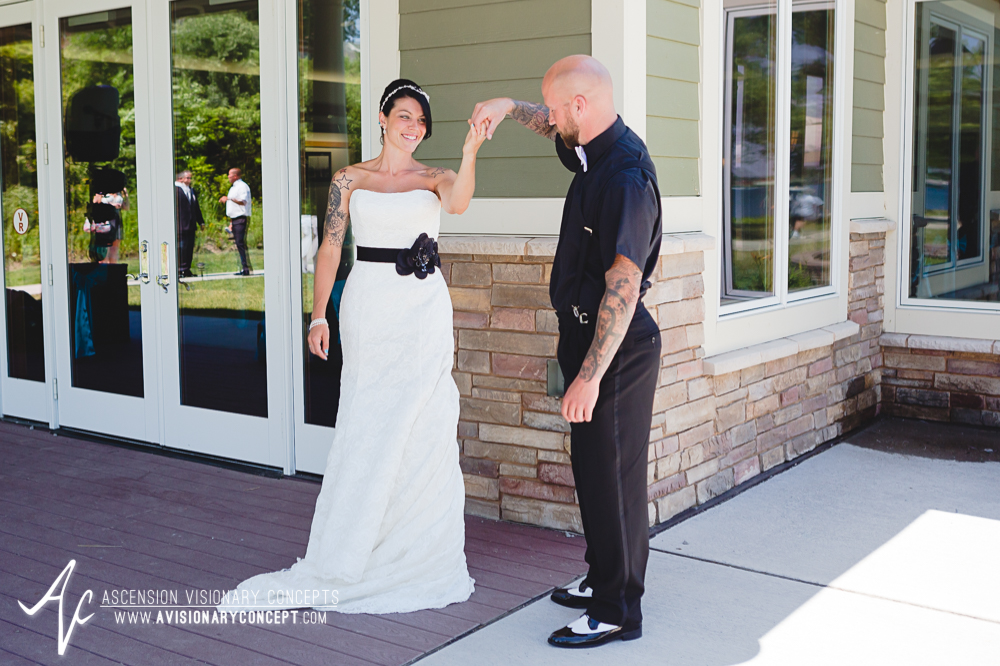 Buffalo-Wedding-Photography-VND-014-Bride-Groom-First Looks-Niawanda-Park-Pavilion.jpg